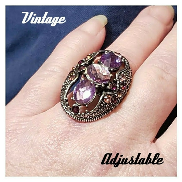 Vintage Unbranded Jewelry - VNTG Silver Tone Purple Crystal/CZ Victorian Ring